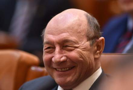 Sondaj București: Traian Băsescu rupe procente importante din voturile dreptei. Care sunt scorurile celor trei candidați