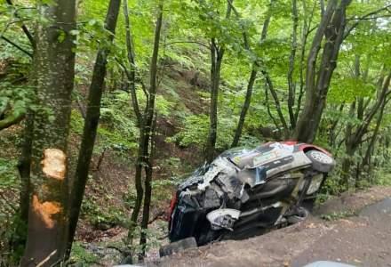 Accident grav la Raliul Transilvaniei: o mașină a intrat într-un copac