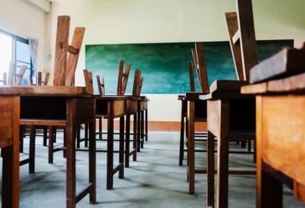 În ziua în care România atinge un nou RECORD de infectări, tot mai multe școli întră în scenariul roșu