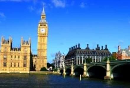 Numarul romanilor si bulgarilor care lucreaza in Marea Britanie a crescut cu 40%