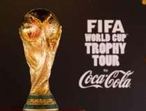 Coca-Cola aduce trofeul Cupei...