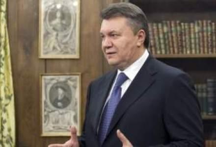 Ianukovici a incercat sa mituiasca politisti de frontiera pentru ca avionul sau sa poata decola