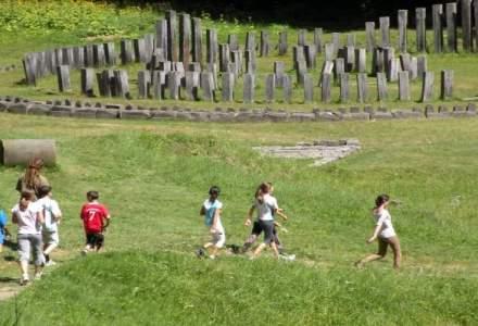 Turistii vor urca la Sarmizegetusa Regia si alte cetati pe drum de 8,7 mil. euro