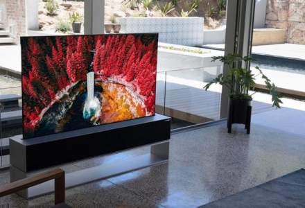 LG a lansat un televizor rulabil care costă cât un apartament