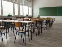 Câte școli din România au...