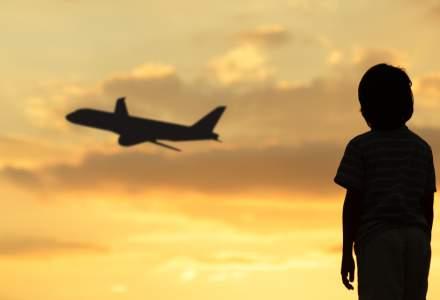"""""""Țară, țară, vrem părinți"""". Ce fac copiii când părinții lor sunt plecați în străinătate la muncă"""
