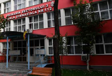 În peste 3.000 de școli din România se învață online, ca urmare a creșterii alarmante a numărului de îmbolnăviri de COVID-19