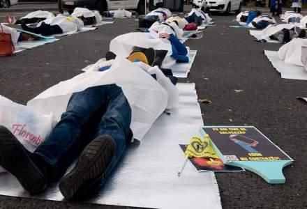 """FOTOREPORTAJ   Cadrele medicale, protest în Piața Victoriei: """"Pe eroi cine îi salvează?"""""""