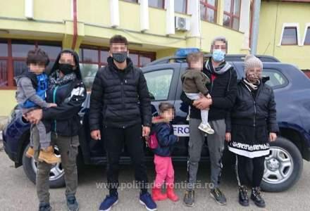 O călăuză a fost arestată în Caraș Severin în urma suspiciunii de trafic cu migranți
