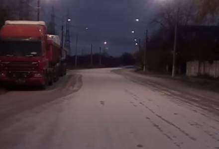 Autoritățile anticipează vremea rea în București: strat gros de sare pe unul din bulevarde