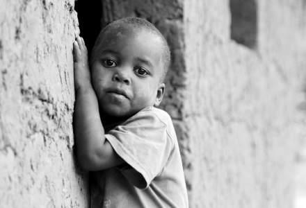 """OMS: Populațiile sărace vor fi """"călcate în picioare"""" în goana după vaccinuri"""