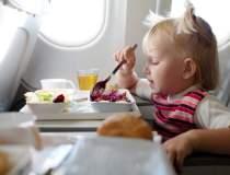 De ce mancarea din avion este...