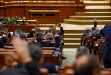 De la salarii medii de 1.000 de euro/lună, la 1 miliard de euro pentru spitale: Ce promit partidele în programele de guvernare