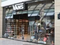 Primul concept store Vans se...