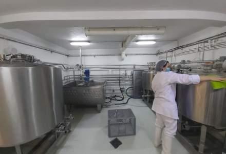 FOTO REPORTAJ la o fabrică de lactate cu tradiție de peste 40 de ani