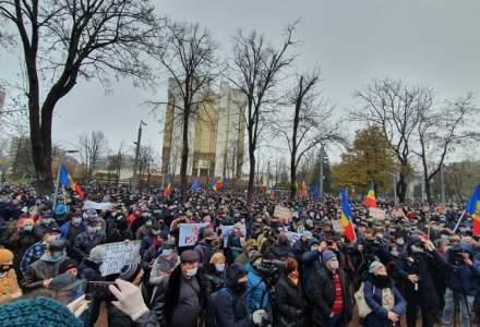 Protest la Chișinău: Mii de oameni se opun proiectului lui Dodon care vrea să reducă atribuțiile președintelui