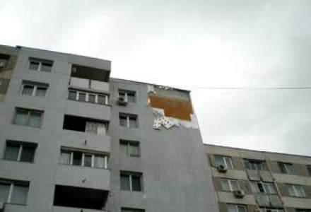 Arhitect: 3.000 de blocuri din Capitala au probleme cu fatadele din care pot cadea bucati de tencuiala