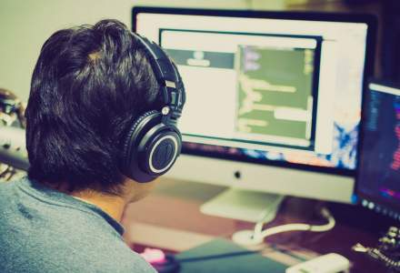 O companie din IT angajează specialiști români. Pe ce poziții poți să aplici