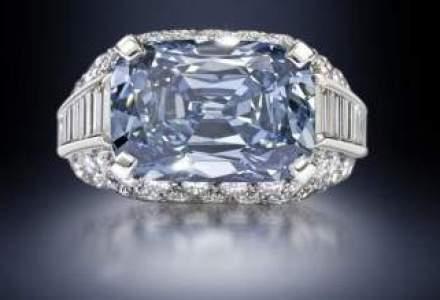 Diamant albastru, estimat la 21-25 de milioane de dolari, scos la licitatie