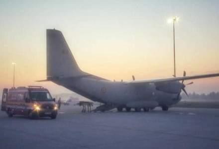 Patru pacienți cu COVID-19, în stare gravă, au fost transportați cu o aeronavă militară din București în Moldova