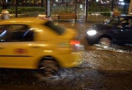PLOI in Bucuresti. Efectele? Strazi si pasaje inundate