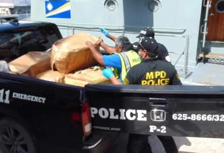 Aproximativ 650 de kilograme de cocaină au fost descoperite pe o barcă fantomă în Pacific