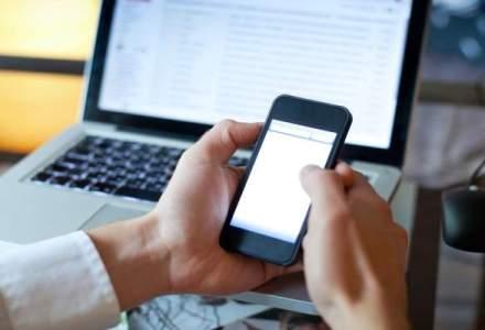 Portretul romanului online: isi incepe ziua pe internet, scrie pe bloguri si isi petrece timpul liber virtual