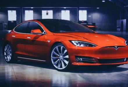 Tesla trebuie să grăbească deschiderea noilor fabrici în 2021, pentru a face față valului de comenzi