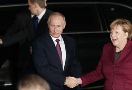 Angela Merkel nu refuză ideea unei colaborări cu Rusia pentru crearea de vaccinuri anti-COVID