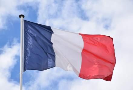 """Franța """"dă bice"""" campaniei de vaccinare și deschide sute de centre"""