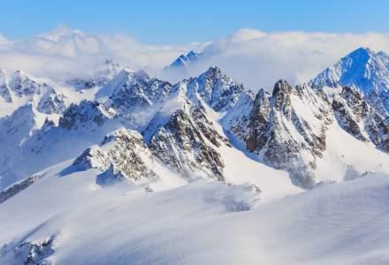 O avalanşă a ucis trei persoane într-o staţiune de schi din Rusia