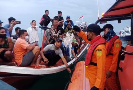 """Au apărut primele """"resturi"""" ale avionului dispărut în Indonezia"""