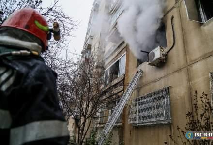 [FOTO] Un bucureștean și-a incendiat apartamentul