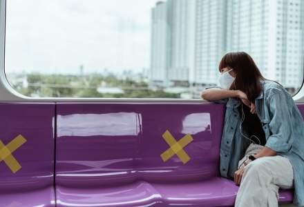 Un tramvai silențios. Barcelona îi roagă pe călători să nu vorbească, pentru a nu răspândi COVID