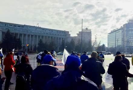 Angajații de la CFR protestează în fața Guvernului