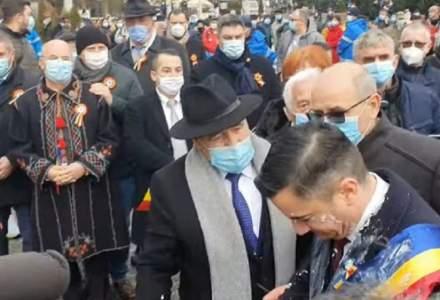 Mihai Chirica, primarul Iașiului, atacat cu iaurt de Mica Unire