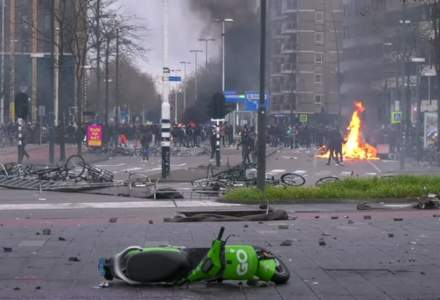 Olanda, scena unor proteste violente, ca urmare a restricțiilor anti-COVID-19