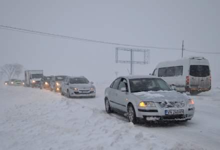 13 localități din Constanța, fără energie electrică, din cauza viscolului. Mai multe mașini sunt blocate în trafic