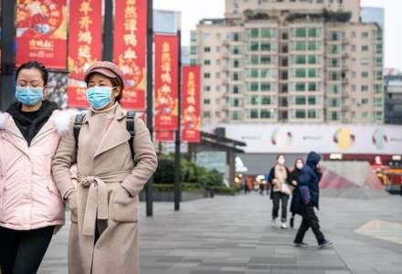 Chinezii sugerează în continuare că noul coronavirus își are originile în SUA