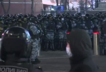 Oamenii protestează din nou pe străzile din Moscova, nemulțimiți de condamnarea lui Aleksei Navalnîi
