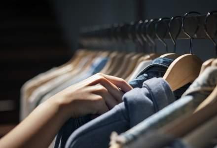 Designer: Românii cumpără tot mai multe haine din magazine second-hand