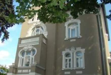Calatorie Art Nouveau in vila Csonka din Targu Mures: o casa imbratisata de copaci
