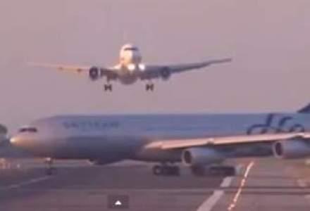 VIDEO: Doua avioane, aproape de a se ciocni pe aeroportul din Barcelona