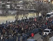 Proteste masive în Armenia:...