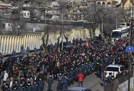 Proteste masive în Armenia: Manifestanții au intrat în clădirea Guvernului