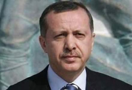 Logo-ul de campanie al premierului turc, ce contine numele lui Mahomed in araba, provoaca multe controverse in Turcia