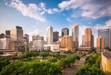 Texas renunță la masca de protecție si redeschide 100% economia