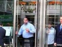Lehman Brothers isi scoate la...
