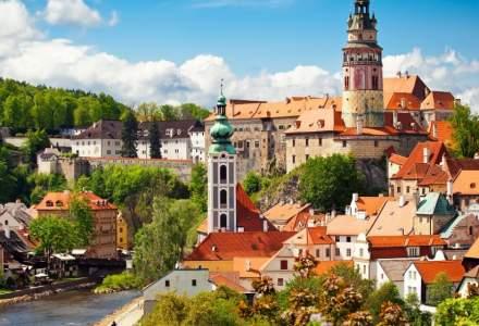 Cehii care sunt infectați cu COVID și stau în carantină vor primi 14 euro pe zi