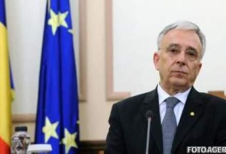 Mugur Isarescu: Sprijin aderarea la euro ca program national. 2019 este insa greu de atins
